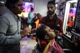 Gazzeli berberin ilginç saç traşı yöntemi