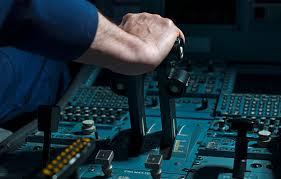 <b>Рычаг</b> управления двигателем — Википедия