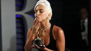<b>Леди Гага</b> пришла на «<b>Оскар</b>» в бриллиантовом ожерелье за ...