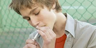 Resultado de imagen de niño de catorce años fumando