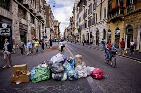 five star movement s virginia raggi outsider is now rome or image uncollected trash sits on via del corso