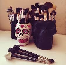 skull makeup holders on the hunt