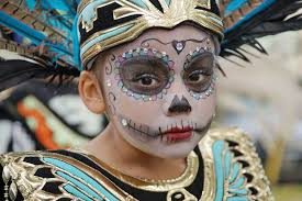 photo essay día de los muertos the milwaukee independent residents of milwaukee remembered the departed during the annual day of the dеаd celebration held on 29 at walker square park on the city s