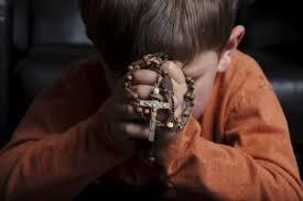 Risultati immagini per Immagini di fedeli in preghiera