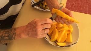 Как чистить (резать) <b>манго</b> - YouTube