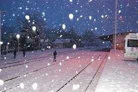Kar taneleri yağarken birbirine değmezmi