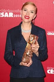 cele bitchy scarlett johansson in a dior pantsuit at the césars 39th cesar film awards