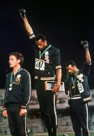 sous les pav atilde copy s la plage ibraaz winners podium for the 200m race at the 1968 olympics tommie smith and john carlos give the black power salute