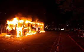 Resultado de imagem para ônibus incendiado em são luis