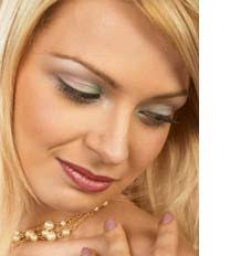makeup tips for hazel eyes start off with natural colors you can choose clic daytime looks