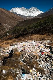 saving mount everest martin edstr atilde para m trash in the khumbu valley close to tourist trails but just out of sight