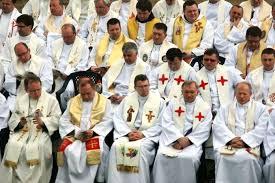 Znalezione obrazy dla zapytania kapłani