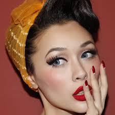 maquillage yeux bleus en style vine 1950s makeupretro makeupvine pin up