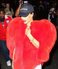 Шуба в форме <b>сердца</b> Saint Laurent