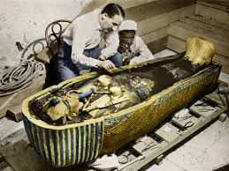 howard carter miraculous misunderstood man behind google s howard carter examines the sarcophagus of 039 039 king tut