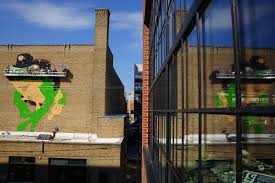 photo essay a frog and a black cat the milwaukee independent 072116 orientalmural 0143