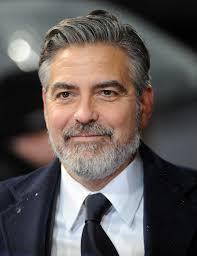 Seducenti Ben Affleck e George Clooney, che sono saliti insieme sul palco degli Oscar a ritirare ... - george-clooney-2013-ee-british-academy-film-awards-02