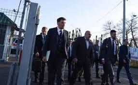 Вот приехал Премьер Гончарук и Глава таможниНефьодовв Черновцы, « напугали» контрабандистов, дали им месяц на исправление...
