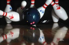 bowlingte pinleri vurmak