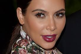 Kim Kardashian landete am Mittwoch Nachmittag am Wiener Flughafen. Selbstverständlich wurde Kim vom Baumeister Lugner höchstpersönlich in Empfang genommen. - Bild_Kim_Kardashian