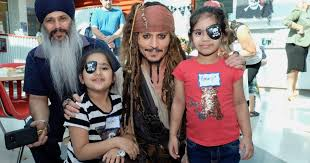 Johnny Depp surprises children at hospital dressed as pirate Jack ...