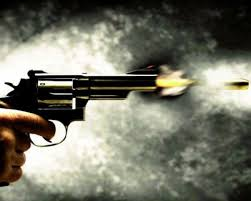 Resultado de imagem para fotos de revólver disparando