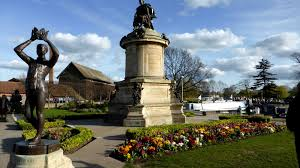still in stratford home of william shakespeare aussies on there have been markets here every day that we have been here heather s had some fun and made some astute purchases roger has done a few necessary jobs