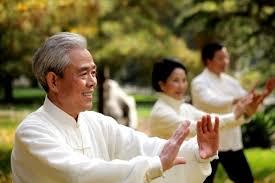 Kết quả hình ảnh cho người già tập thể dục