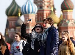"""""""Это рекорд за 10 лет"""": 53% молодых россиян хотели бы уехать ..."""