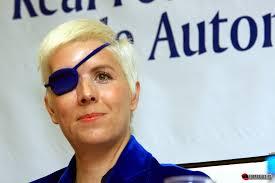 maria villota. Tras el estremecedor accidente de María en el aeródromo de Duxford en verano de 2012 con Marussia y la posterior pérdida de su ojo derecho a ... - maria-villota