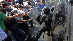 Resultado de imagem para tumultos de rua na venezuela