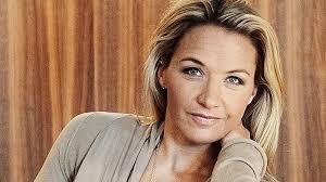 """Det uttalandet fick Kristin Kaspersen att ställa Alexander Bard mot väggen i TV4:s """"Nyhetsmorgon"""". – Jag ifrågasatte honom för jag håller verkligen inte med ... - 14s34-KASPERSEN-864__mngl_20111114ab5x030,nje_1.indd_4010"""