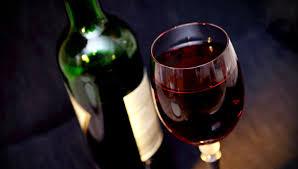 Вести.Ru: Раскрыта опасность <b>бокала вина</b> за <b>ужином</b>