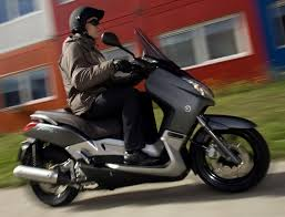 <b>YAMAHA XMAX 250</b> (2004-on) Review | Speed, Specs & Prices | MCN