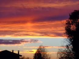 Risultati immagini per nuvole rosse di notte
