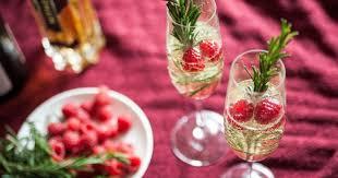 Всем <b>шампанского</b>: самые вкусные <b>новогодние</b> коктейли с ...
