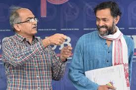 ஆம் ஆத்மியிலிருந்து பிரசாந்த் பூஷன் , யோகேந்தர யாதவ் வெளியேற்றப்பட்டனர்