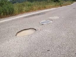 Αποτέλεσμα εικόνας για λακουβες σε δρομο