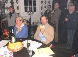 Freya und Ulrich Erpenbeck hatten ihre Räumlichkeiten den Sängerinnen und Sängern von Chorios zur Verfügung gestellt für das traditionelle Eiserkuchen ... - dscn2282