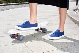 Ярко-красная подошва обуви <b>Affex</b> для активных прогулок ...