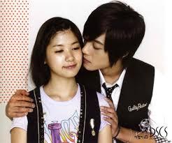 Hasil gambar untuk pacar kim hyun joong