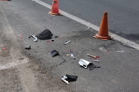 Αποτέλεσμα εικόνας για συγκρουση δυο οχηματων με υλικες ζημιες