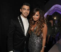 Did Demi Lovato Just Confirm A Feud With Exes Joe Jonas And ...