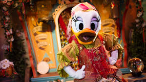 Meet Minnie Mouse & <b>Daisy Duck</b> at Pete's Silly Sideshow | Walt ...