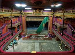 <b>URBAN DECAY</b> - sensational spaces left to rot