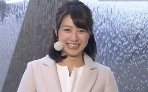 笑う林アナ