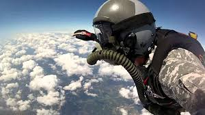 the insane story of 2 delta force jumpers colliding 24 000 feet in parachute o2 jump