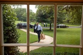 filebarack obama returns to the oval office after an hamburger runjpg barack obama oval office