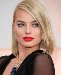 Photo of Margot Robbie and her 2017 slick make up style, products & tips