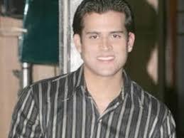 Aclarando que hace varios meses se encuentra separado de su esposa, el cantante Christian Domínguez se presentó en el programa Magaly Teve para mostrar su ... - ChristianDominguez_20091216